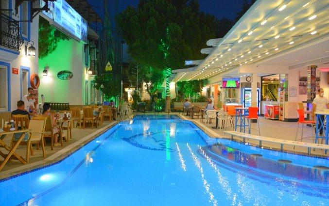 Zwembad van Istankoy Hotel