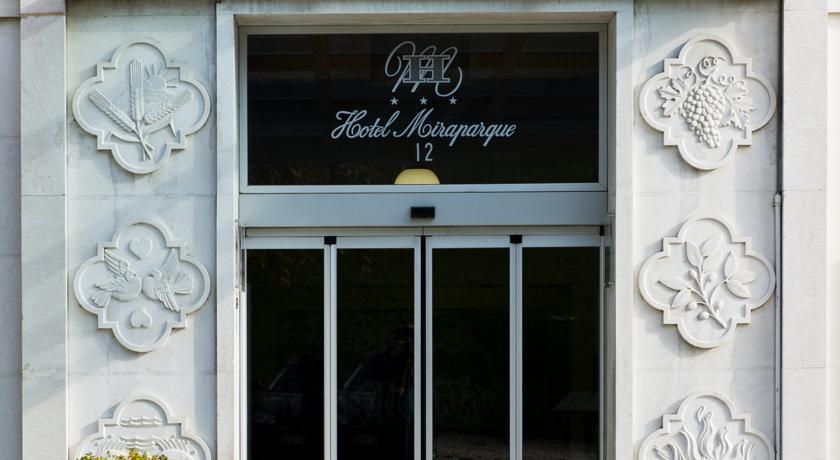Entree van Hotel Miraparque in Lissabon