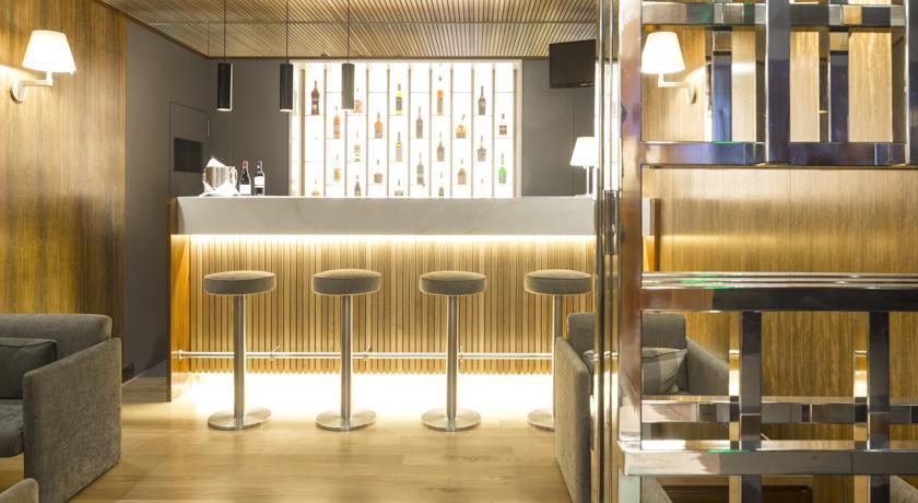 Bar van Hotel Miraparque in Lissabon