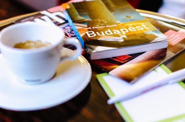 Koffie en reisgidsen van Hotel Royal Park in Budapest
