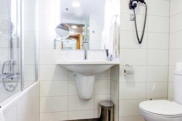 Badkamer van een tweepersoonskamer van Hotel Royal Park in Budapest