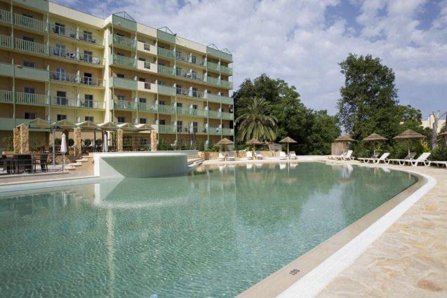 Buitenzwembad hotel Ariti Corfu