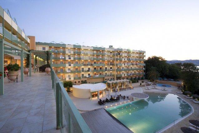 Buitenaanzicht van hotel Ariti Corfu
