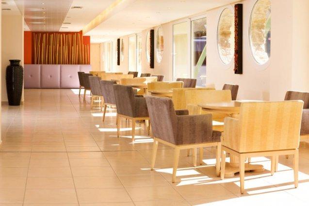 Ontbijtruimte in hotel Ariti Corfu