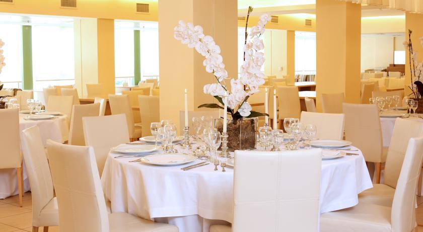 Tafels in restaurant van hotel Ariti Corfu