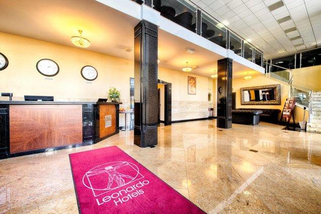 Loby van het Leonardo Royal hotel in Warschau