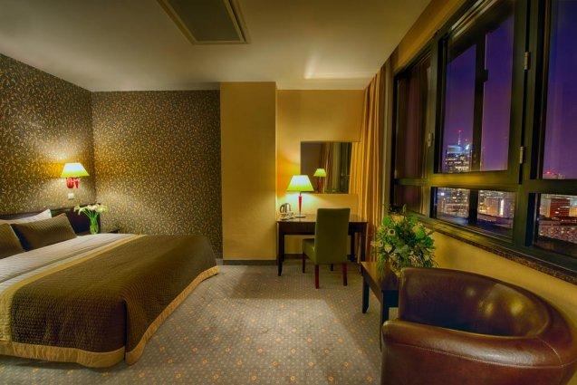 Kamer met uitzicht van het Leonardo Royal hotel in Warschau