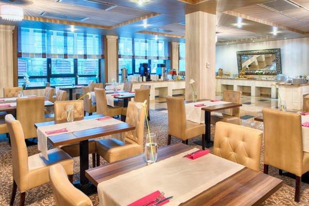 Restaurant van het Leonardo Royal hotel in Warschau
