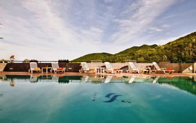 Buitenzwembad van Hotel Scapolatiello in Amalfi