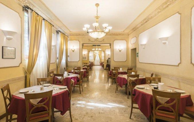 Ontbijtzaal van hotel Villa Rosa in Rome