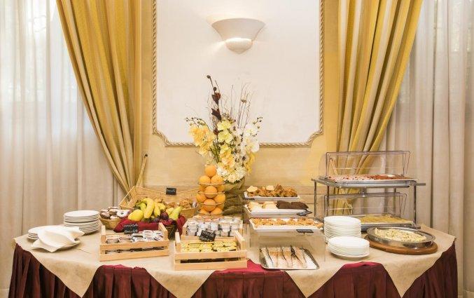 Ontbijtbuffet van hotel Villa Rosa in Rome