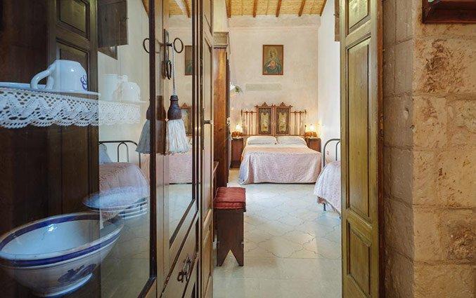 Vitirine kast in slaapkamer Hotel Borgoterra in Puglia