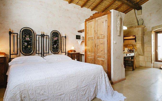 Tweepersoonsbed met kledingkast Hotel Borgoterra in drive Puglia