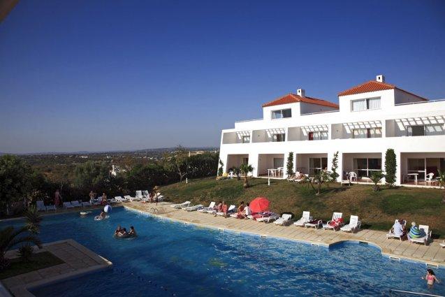 Vooraanzicht van appartementen Pateo Village in de Algarve