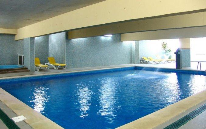 Binnenzwembad van Hotel & Spa Maritur in de Algarve