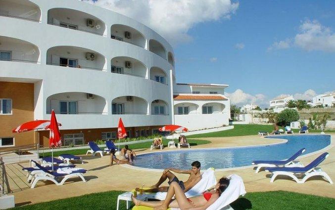 Gebowu met zwembad van Hotel & Spa Maritur in de Algarve