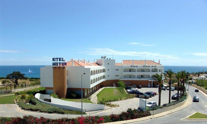 Gebouw van Hotel & Spa Maritur in de Algarve