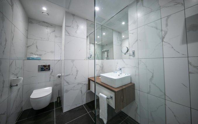 Badkamer van een tweepersoonskamer van Hotel Solana op Malta