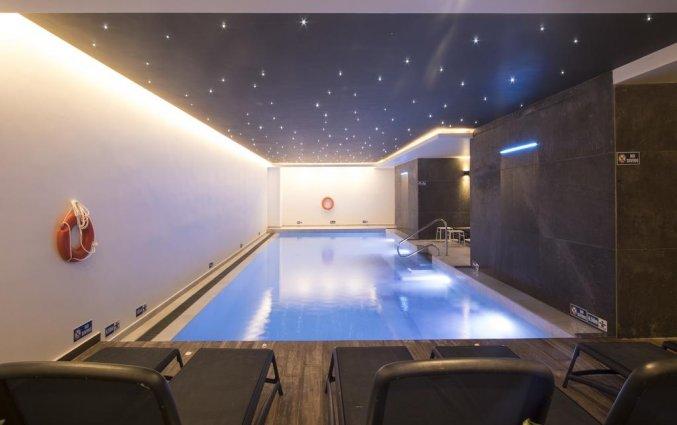 Binnenzwembad van Hotel Solana op Malta