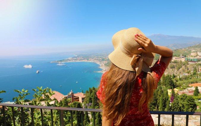 Sicilie - Vrouw uitzicht Etna