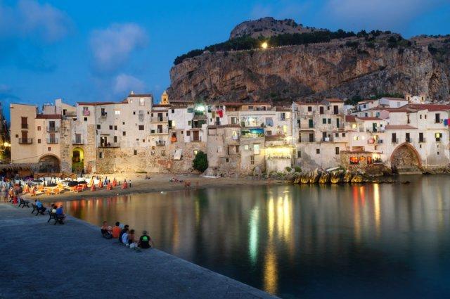 Cefalu in de avond rondreis Sicilië