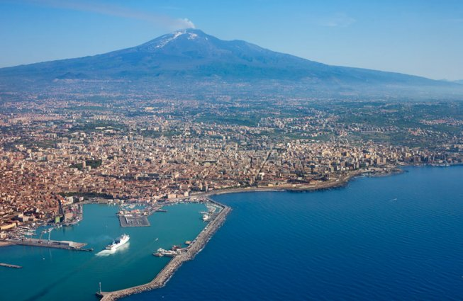 Taormina met op de achtergrond de vulkaan Etna rondreis Sicilië