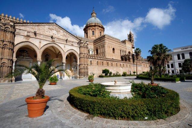 Kathedraal in Palermo rondreis Sicilië