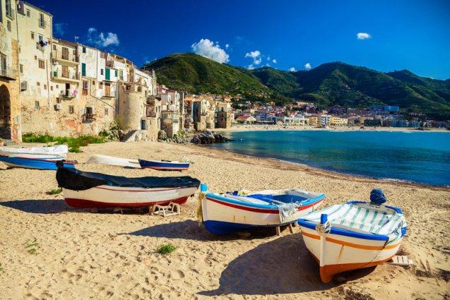 Strand bij Taormina rondreis Sicilië