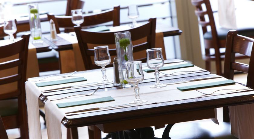 Tafel van restaurant van Hotel Campanile Warschau