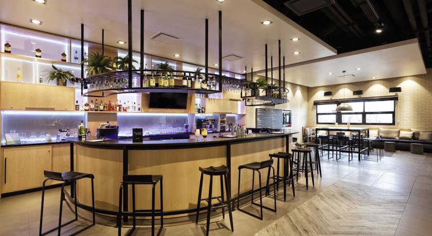 De bar van Hotel Campanile Warschau