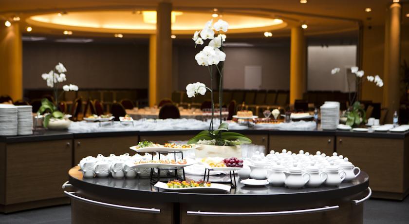 Ontbijtbuffet van Hotel Radisson Blu Sobieski in Warschau