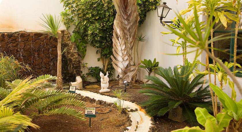 Tuin van Hotel Blue Sea Costa Bastianop Lanzarote