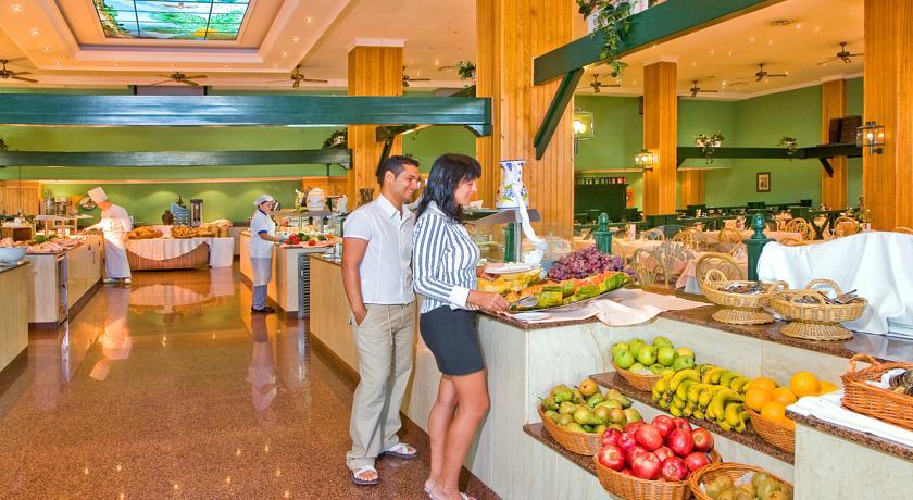 Ontbijtbuffet van Hotel Blue Sea Costa Bastianop Lanzarote