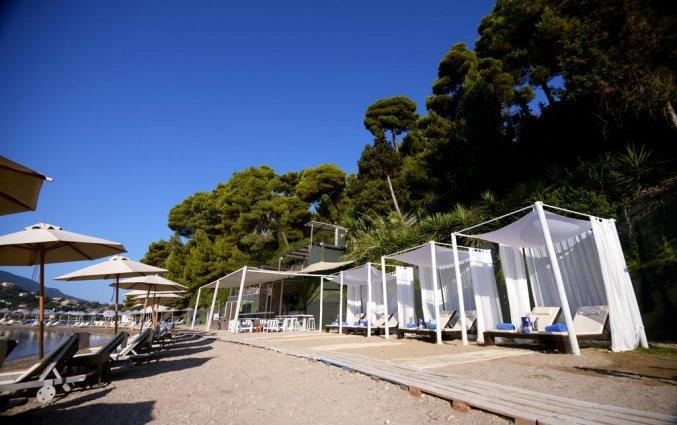 Strand van hotel Corfu Holiday Palace in Corfu