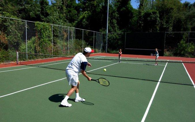 Tennisbaan van hotel Corfu Holiday Palace in Corfu