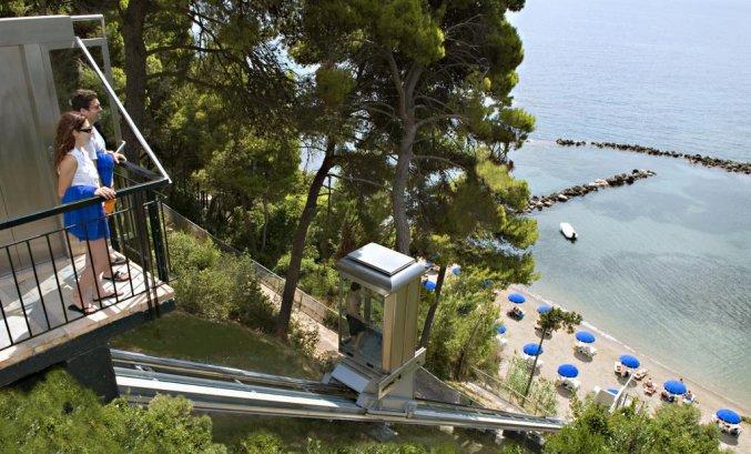 Lift naar strand van hotel Corfu Holiday Palace in Corfu
