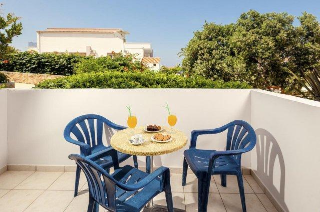 Terras van Hotel Adelais op Kreta