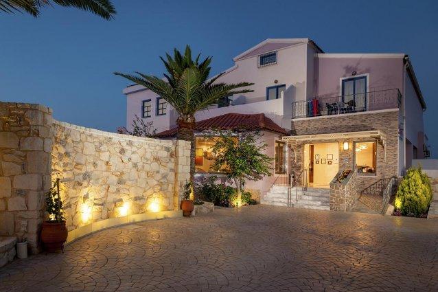 Gebouw van Hotel Adelais op Kreta