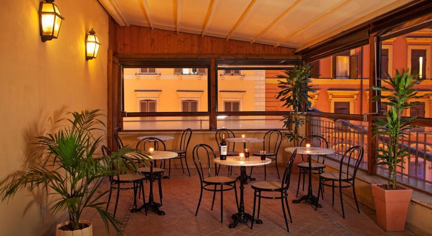 Terras van hotel Piemonte in Rome