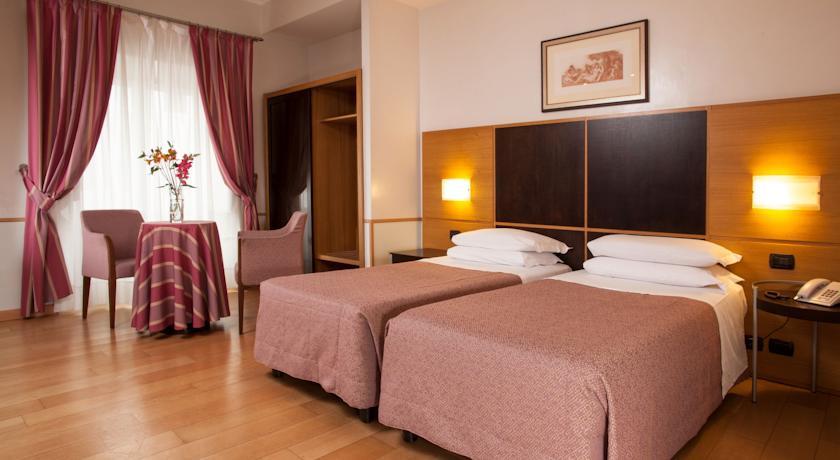 Slaapkamer van hotel Piemonte in Rome