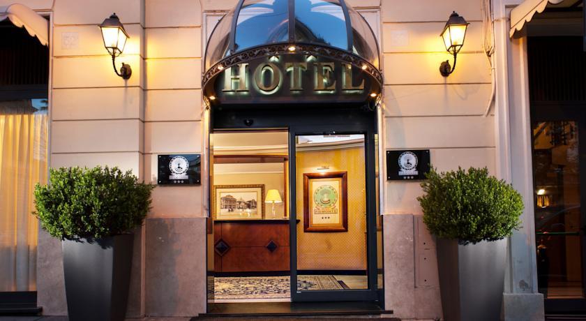 Ingang van hotel Piemonte in Rome