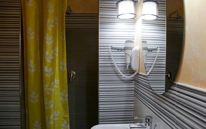 Badkamer met haardroger van Hotel Santa Prassede Rome