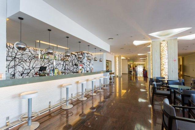 Bar van hotel Sirenis Club Tres Carabelas & Spa op Ibiza