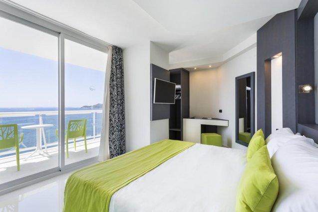 Tweepersoonskamer van hotel Sirenis Club Tres Carabelas & Spa op Ibiza
