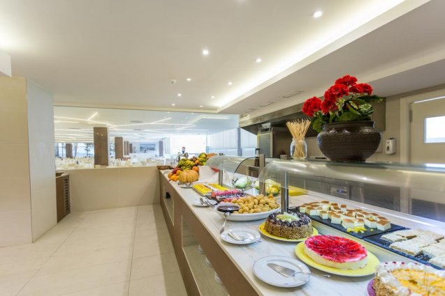 Buffet van hotel Sirenis Club Tres Carabelas & Spa op Ibiza