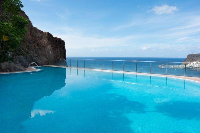 Zwembad met uitzicht van Hotel Mogan Princess & Beach Club op Gran Canaria