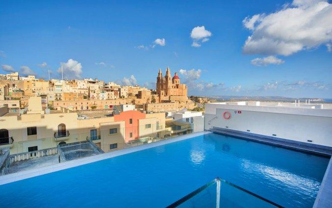 Zwembad met uitzicht van Hotel & Spa Pergola op Malta
