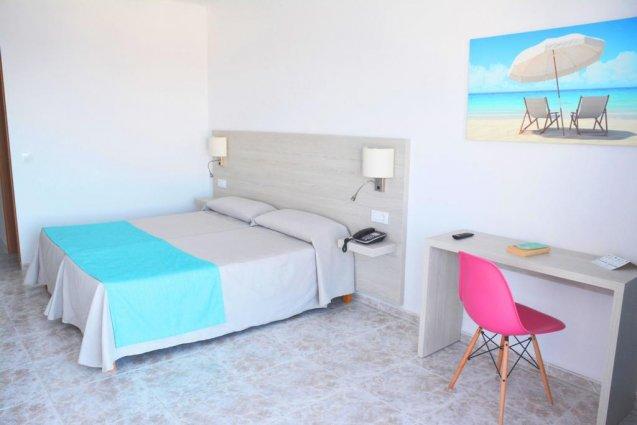 Slaapkamer van een appartement van Appartementen Playa Moreia op Mallorca