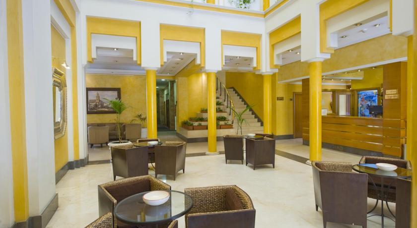 Receptie van hotel Eurostars Regina in Sevilla