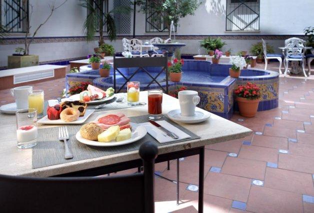 Terras van hotel Eurostars Regina in Sevilla